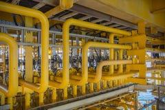 Γραμμή ροής από το Χ-μαζικό δέντρο για τη διαδικασία παραγωγής πετρελαίου και φυσικού αερίου Στοκ Εικόνες