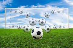 Γραμμή σφαιρών ποδοσφαίρου Στοκ φωτογραφία με δικαίωμα ελεύθερης χρήσης