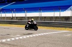 Γραμμή τερματισμού άφιξης μοτοσικλετών, νίκη, αθλητισμός μηχανών Στοκ Εικόνα