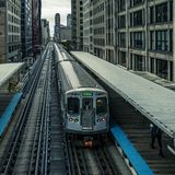 Γραμμή τραίνων Adams Wabash προς το βρόχο του Σικάγου στοκ εικόνες με δικαίωμα ελεύθερης χρήσης