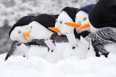 Γραμμή τραγουδώντας χιονανθρώπων κάλαντων Στοκ Φωτογραφίες