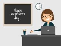 Γραμματέας που χαμογελά στον εργασιακό χώρο στο γκρίζο υπόβαθρο Στοκ Φωτογραφία