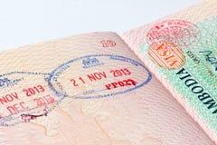 Γραμματόσημο μετανάστευσης της Καμπότζης στο διαβατήριο Στοκ Εικόνες