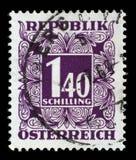 Γραμματόσημο που τυπώνεται στην Αυστρία, παρουσιάζουν οι αριθμοί, γραμματόσημα ονομαστικής αξίας Στοκ Εικόνα