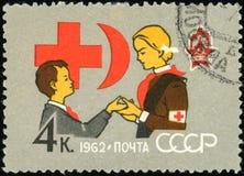Γραμματόσημο της ΕΣΣΔ - Ερυθρός Σταυρός και ημισεληνοειδές φεγγάρι Στοκ Εικόνες