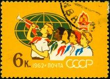 Γραμματόσημο της ΕΣΣΔ, των πρωτοπόρων και των ανιχνεύσεων ολόκληρου του worl Στοκ Εικόνες