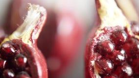 Γρανάτης - ένα σύμβολο της γονιμότητας, της αγάπης και της ευτυχίας απόθεμα βίντεο