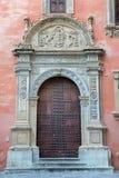 Γρανάδα - η πύλη Palacio Arzobispal (παλάτι του Αρχιεπισκόπου) από 17 σεντ Στοκ εικόνες με δικαίωμα ελεύθερης χρήσης