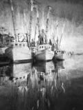 Γραπτή απεικόνιση των βαρκών shimp στην αποβάθρα Στοκ φωτογραφία με δικαίωμα ελεύθερης χρήσης