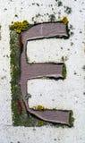 Γραπτή διατύπωση στο στενοχωρημένο κρατικό τυπογραφία γράμμα Ε Στοκ φωτογραφία με δικαίωμα ελεύθερης χρήσης