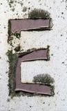 Γραπτή διατύπωση στο στενοχωρημένο κρατικό τυπογραφία γράμμα Ε Στοκ εικόνες με δικαίωμα ελεύθερης χρήσης