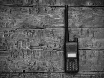 Γραπτή εικόνα walkie-talkie σε έναν ξύλινο πίνακα στοκ εικόνες