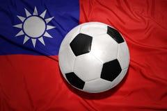 Γραπτή σφαίρα ποδοσφαίρου στη εθνική σημαία της Ταϊβάν Στοκ Εικόνες