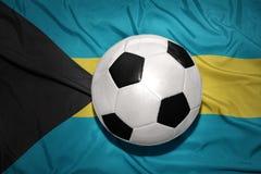 Γραπτή σφαίρα ποδοσφαίρου στη εθνική σημαία των Μπαχαμών Στοκ Φωτογραφίες
