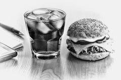 Γραπτή φωτογραφία του Πεκίνου, Κίνα Επιχειρησιακό μεσημεριανό γεύμα στον εργασιακό χώρο στο γραφείο στοκ φωτογραφία με δικαίωμα ελεύθερης χρήσης