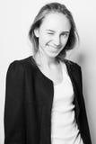 Γραπτό πορτρέτο μιας γυναίκας με τη σκοτεινή τρίχα Στοκ φωτογραφία με δικαίωμα ελεύθερης χρήσης