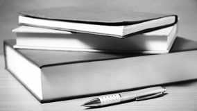 Γραπτό ύφος τόνου χρώματος βιβλίων και στυλών Στοκ Εικόνες