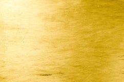 Γρατσουνισμένο φύλλο αργιλίου ως χρυσό χρώμα υποβάθρου Θέση για το τ Στοκ Φωτογραφία