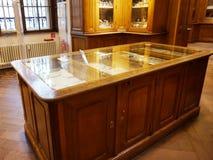 Γραφεία με το σκεύος για την κουζίνα στην αυτοκρατορική ασημένια συλλογή στο Hofburg στοκ φωτογραφίες