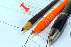 Γραφείου κουμπί, μάνδρα-μολύβι στο σχέδιο, εργασία μηχανικών στοκ εικόνα