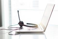 Γραφείο βοήθειας, εξυπηρέτηση πελατών, άμεση επικοινωνία υποστήριξης ή τηλεφωνικό κέντρο Στοκ φωτογραφία με δικαίωμα ελεύθερης χρήσης