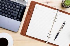 γραφείο γραφείων επιχειρησιακής έννοιας λογιστικής Τοπ όψη Στοκ εικόνα με δικαίωμα ελεύθερης χρήσης
