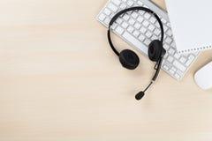 Γραφείο γραφείων με την κάσκα Υποστήριξη τηλεφωνικών κέντρων Στοκ εικόνες με δικαίωμα ελεύθερης χρήσης