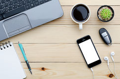 Γραφείο γραφείων με το smartphone Στοκ Φωτογραφία