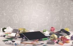 Γραφείο γραφείων σχεδίου με το υπόβαθρο σχεδίων Στοκ Φωτογραφίες