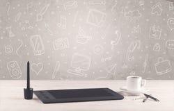 Γραφείο γραφείων σχεδίου με το υπόβαθρο σχεδίων Στοκ εικόνες με δικαίωμα ελεύθερης χρήσης
