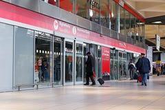 Γραφείο εκδόσεως εισιτηρίων και υποστήριξη πελατών στον κεντρικό σταθμό τρένου Στοκ Φωτογραφία