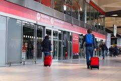 Γραφείο εκδόσεως εισιτηρίων και υποστήριξη πελατών στον κεντρικό σταθμό τρένου Στοκ φωτογραφία με δικαίωμα ελεύθερης χρήσης