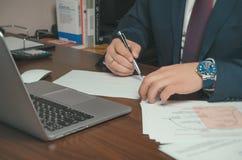 Γραφείο ενός επιχειρηματία Διαδικασία εργασίας Στοκ φωτογραφία με δικαίωμα ελεύθερης χρήσης