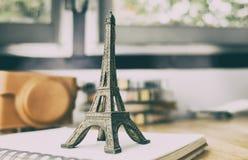Γραφείο εξοπλισμού Blogger ταξιδιού της Γαλλίας Παρίσι Στοκ Εικόνες