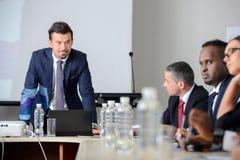 γραφείο διασκέψεων επιχειρησιακών εδρών που απομονώνεται πέρα από το λευκό Στοκ Φωτογραφία