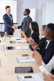 γραφείο διασκέψεων επιχειρησιακών εδρών που απομονώνεται πέρα από το λευκό Στοκ Εικόνα
