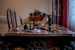 Γραφείο με τα μπαρόκ έπιπλα και τα καλλυντικά Στοκ φωτογραφία με δικαίωμα ελεύθερης χρήσης