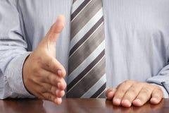 Γραφείο συνεδρίασης διαπραγμάτευσης χεριών χειραψίας επιχειρηματιών στοκ φωτογραφία με δικαίωμα ελεύθερης χρήσης