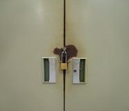 Γραφείο χάλυβα με την κλειδαριά Στοκ εικόνες με δικαίωμα ελεύθερης χρήσης
