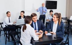 Γραφείο Employeesin στην επιχειρησιακή συνεδρίαση Στοκ Εικόνα