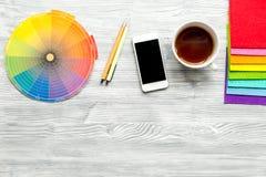 Γραφικά εργαλεία στην έννοια σχεδιαστών στην άσπρη χλεύη άποψης υποβάθρου τοπ επάνω Στοκ Φωτογραφίες