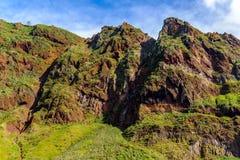 Γραφικά και μεγαλοπρεπή πράσινα βουνά της Μαδέρας, Πορτογαλία Στοκ Εικόνες