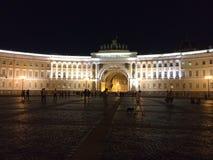Γραφικές θέσεις της Αγία Πετρούπολης Τετράγωνο παλατιών Χειμερινό παλάτι στοκ φωτογραφία με δικαίωμα ελεύθερης χρήσης
