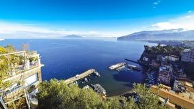 Γραφική άποψη της ακτής Σορέντο, του Κόλπου της Νάπολης και του Βεζούβιου απόθεμα βίντεο