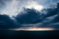 Γραφική άποψη των σύννεφων επάνω από τον ωκεανό Στοκ φωτογραφία με δικαίωμα ελεύθερης χρήσης