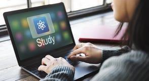 Γραφική έννοια εικονιδίων εφαρμογής ε-εκμάθησης εκπαίδευσης μελέτης Στοκ εικόνες με δικαίωμα ελεύθερης χρήσης