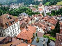 Γραφική εικονική παράσταση πόλης της μεσαιωνικής πόλης Fribourg με το γοτθικό καθεδρικό ναό του, της παλαιάς πόλης και της αρχαία Στοκ Εικόνα