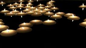Γραφική καλή άνετη ικανοποιώντας ρομαντική ατμόσφαιρα που βλασταίνεται στο ελαφρύ scented κάψιμο φλογών πυρκαγιάς κεριών τσαγιού  απόθεμα βίντεο