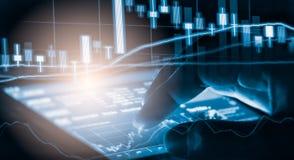Γραφική παράσταση δεικτών της οικονομικής ανάλυσης δεικτών χρηματιστηρίου στις οδηγήσεις Στοκ εικόνα με δικαίωμα ελεύθερης χρήσης
