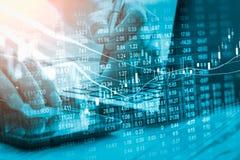 Γραφική παράσταση των στοιχείων χρηματιστηρίου και οικονομικός με την ανάλυση IND αποθεμάτων Στοκ Φωτογραφίες